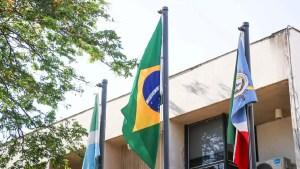 Read more about the article Bandeira do Império tem vida curta e pavilhão do Brasil volta a tremular no TJ