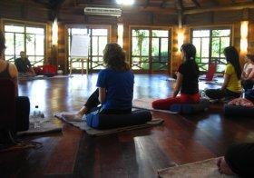 Começa o seminário budista