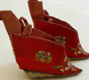 image of tiny Chinese Shoes