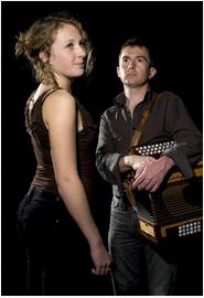 Rozenn Talec Chaleur d'une voix, force et richesse d'une langue ; Rozenn Talec est une chanteuse traditionnelle du centre Bretagne. Vous l'avez peut être entendue mener la danse en festoù noz avec l'accordéoniste Yannig Noguet ou peut être encore interprétant avec for