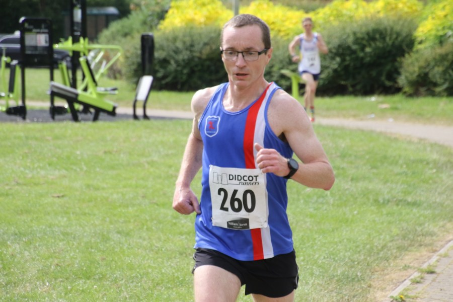 Ian McGilloway running the Didcot 5 miler
