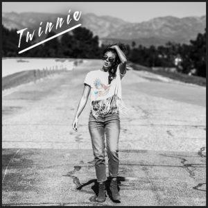 Twinnie - SIngles Bar 9