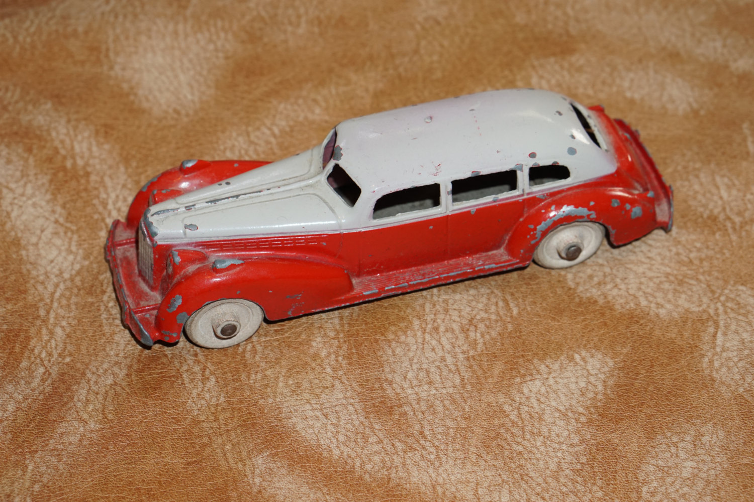 Hubley Kiddie Toy Car Cadillac Diecast W Tin Chassis Hubley Vintage