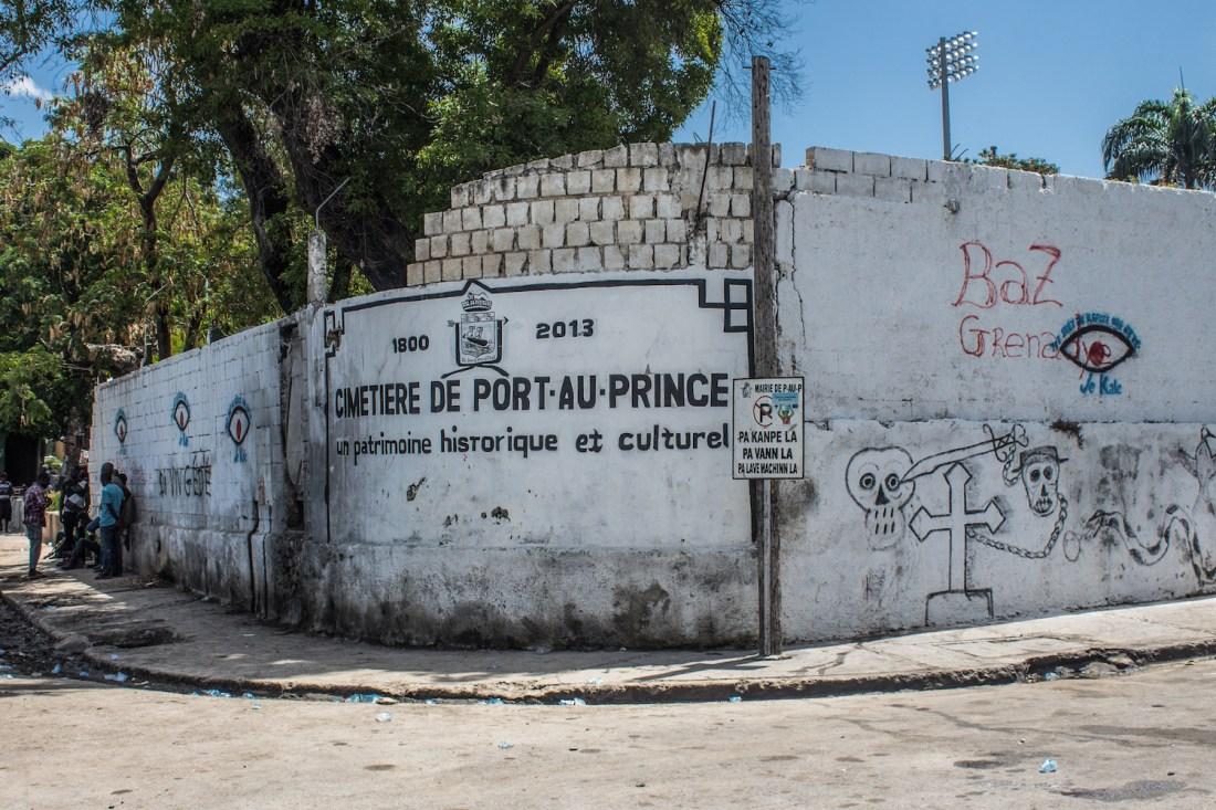 A painted sign announces the Cimetière de Port-au-Prince © Darmon Richter http://www.thebohemianblog.com/2015/04/haitian-vodou-port-au-prince.html