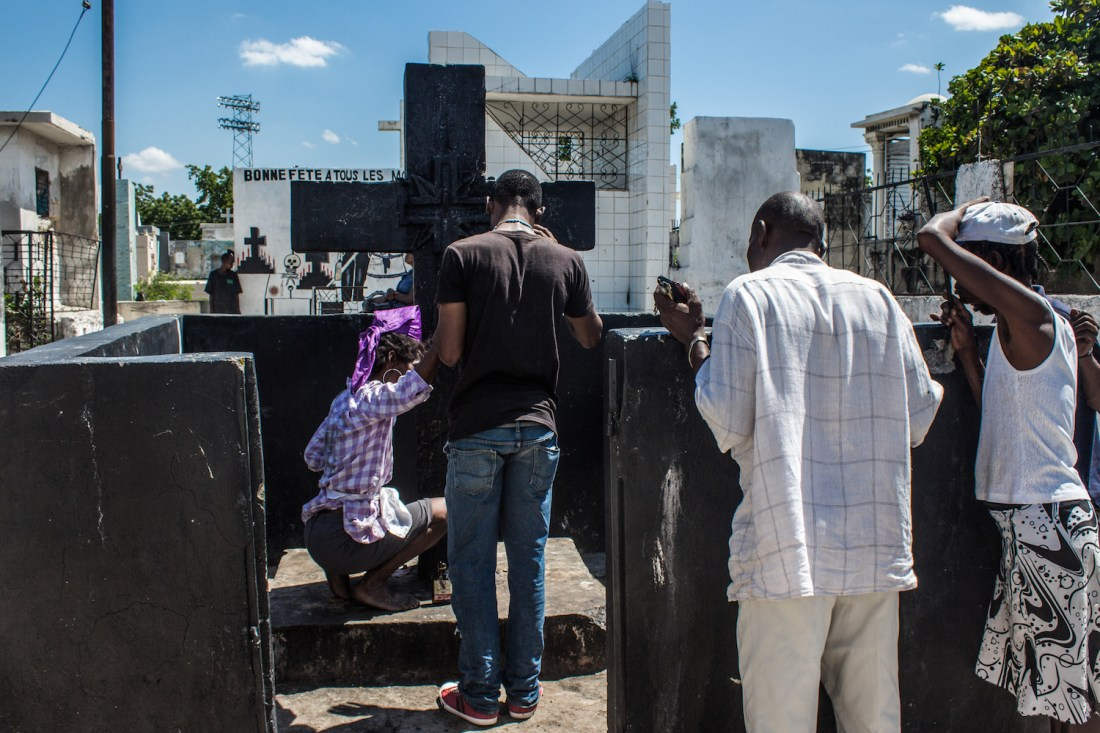 People line up to make offerings at a cross dedicated to Baron Samedi. © Darmon Richter http://www.thebohemianblog.com/2015/04/haitian-vodou-port-au-prince.html