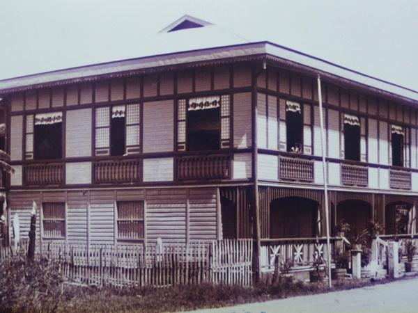 My great-grandparents' house, about 1929. Courtesy Nina Zumel https://multoghost.files.wordpress.com/2011/12/p1010142.jpg?w=630