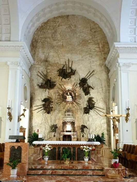 altare-madonna-corona