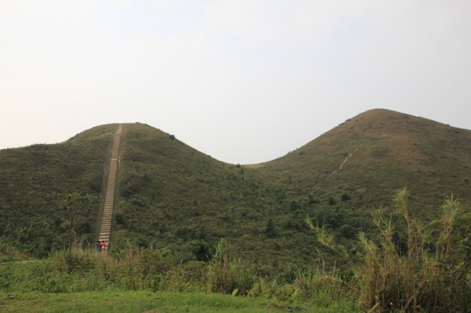 轉向站右邊有山徑上直升機坪