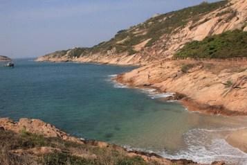 沙灘雖少,但水非常清
