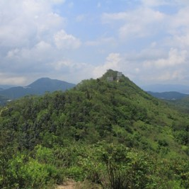 遠處的五桂山主峰