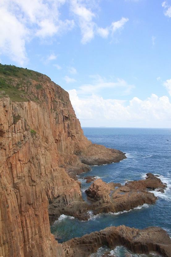 崖上看海上宮殿