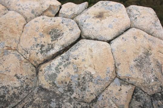 蠄蟝石由六角形柱石組成