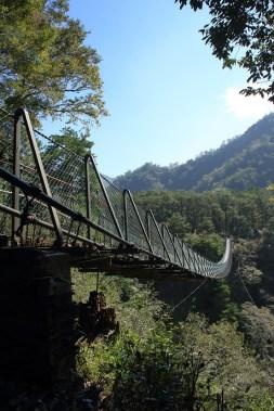 奧萬大吊橋全長180公尺