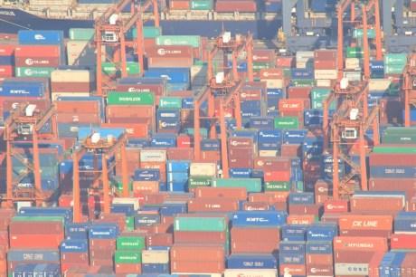 像積木的貨櫃碼頭