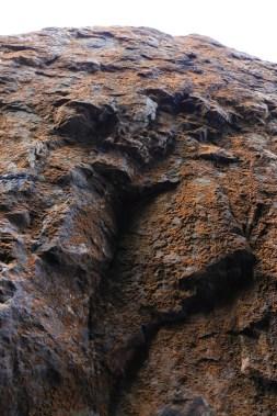旄盔石後的黃金壁