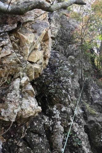 要攀上直崖