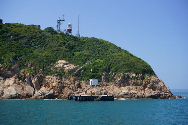 島上的碼頭和燈塔