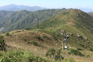 引人入勝的山巒 (Amazing view of the mountains)