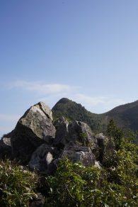 北脊上的石尖峰