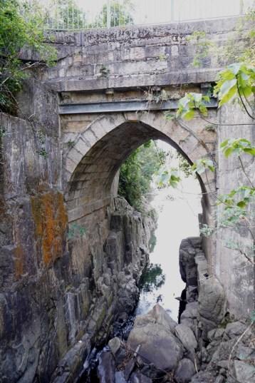 薄扶林水塘石橋