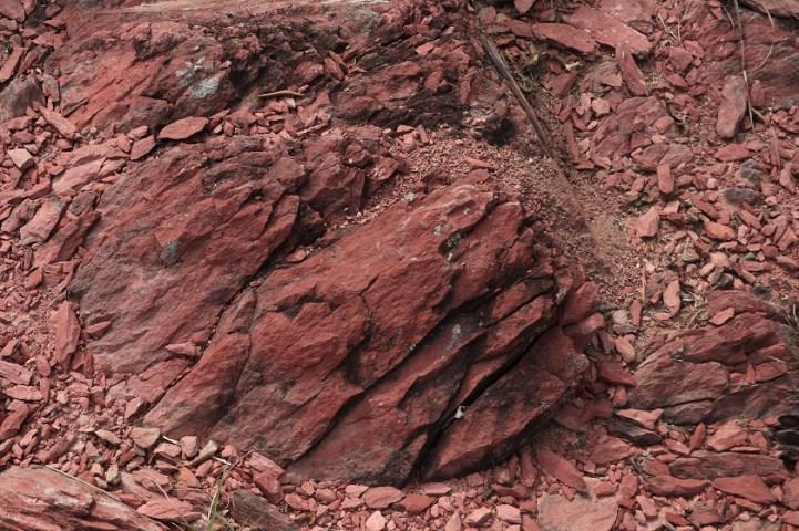 近紅石門坳的紅石