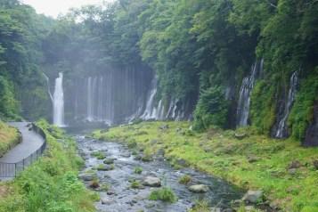 比輕井澤的白絲瀑布更巨規模