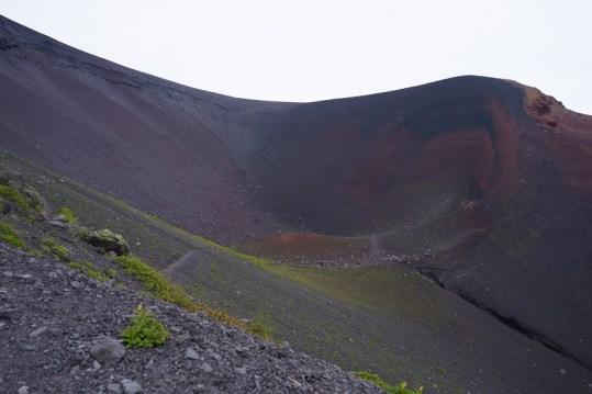下山時順道走訪寶永火山口