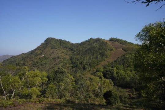 在三白坳看犁壁山