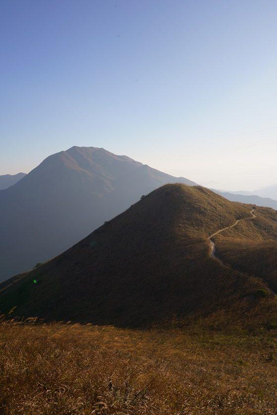 前面的高山是大東山