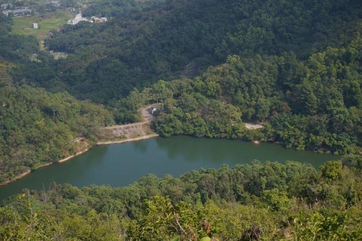山下的流水響水塘