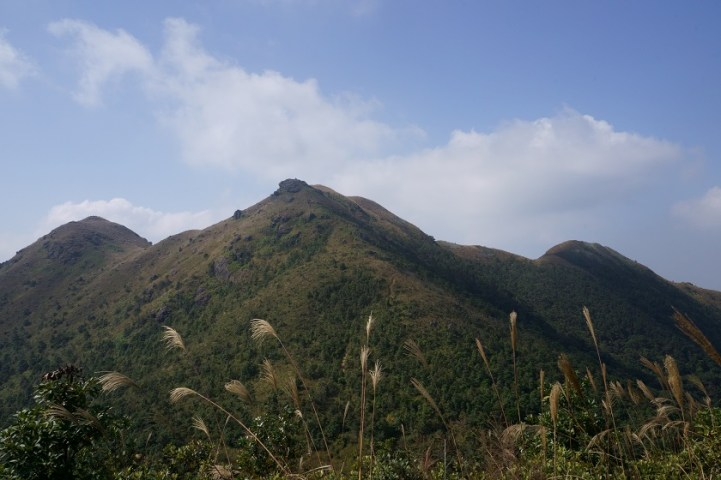 左起黃牛山、水牛山及石芽山