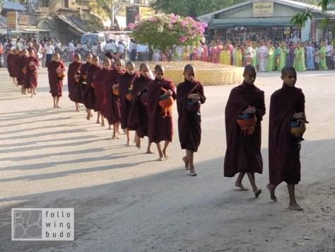 Bagan Mönche Spende