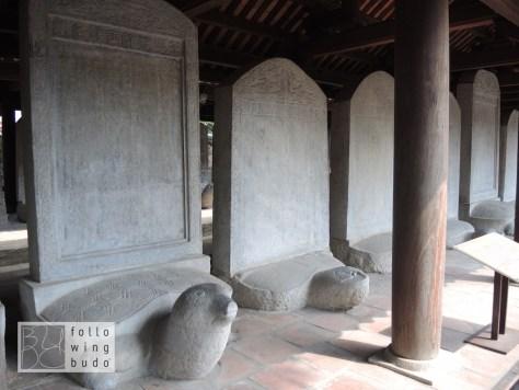 Auf diesen Steinplatten wurden die Namen der Absolventen festgehalten. Sie sind Teil des UNESCO Weltkulturerbes.
