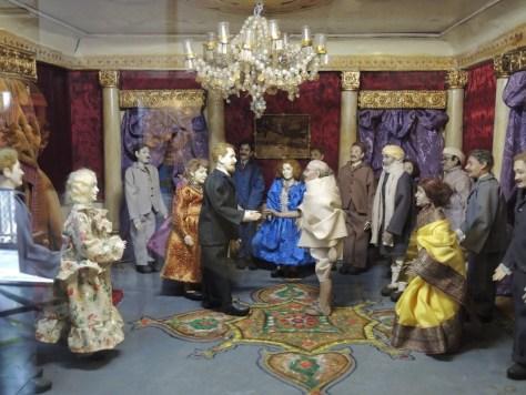 Sein Leben wurde in einer beeindruckenden Puppenausstellung dargestellt