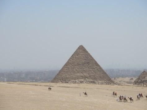 Die kleinere Mykerinos Pyramide haben wir von innen besichtigt. Jedoch war fotografieren verboten.