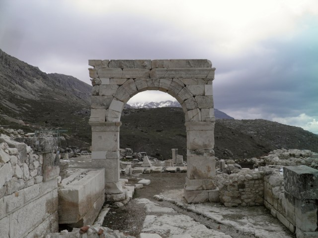 Honorific arch dedicated to the emperor Caligula, but after his death rededicated to the emperor Claudius © Carole Raddato