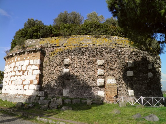 Casal Rotondo, the impressive cylindrical mausoleum attributed to Consul Messala Corvinus, Via Appia © Carole Raddato