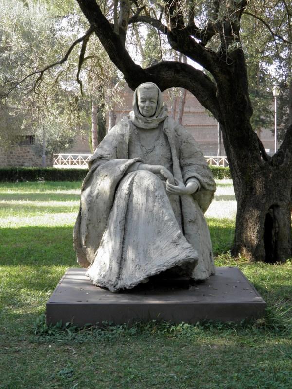 Statue of Marguerite Yourcenar, Hadrian's Villa, Tivoli © Carole Raddato