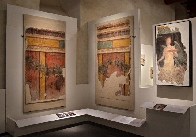Wall panels from the Villa of P. Fannius Synistor at Boscoreale, 40–30 BC Empire of colour - From Pompeii to Southern Gaul, Musée Saint-Raymond Toulouse Carole Raddato CC BY-SA