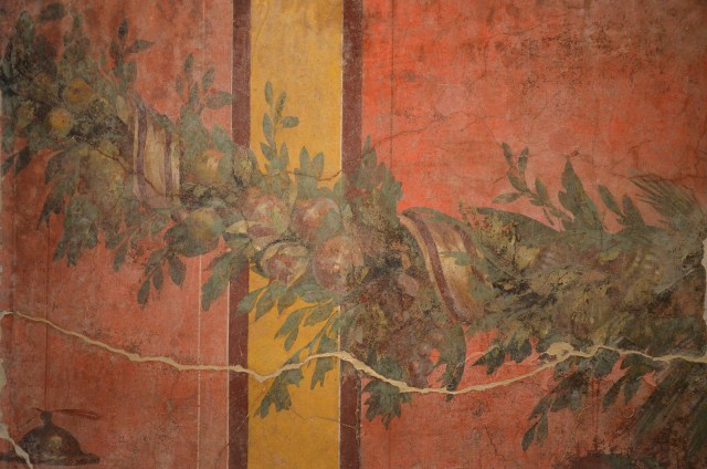 Detail of fresco wall painting with garland of fruits and leaves, from the exedra of the Villa of P. Fannius Synistor at Boscoreale, 40–30 BC Empire of colour - From Pompeii to Southern Gaul, Musée Saint-Raymond Toulouse On loan from Musée de Picardie, Amiens, France Carole Raddato CC BY-SA