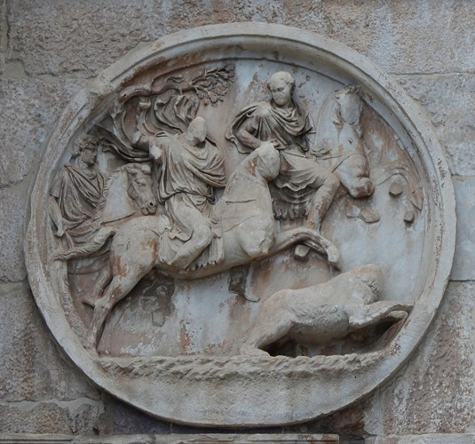 Hadrianic roundel (tondo) on the Arch of Constantine depicting a bear hunt.