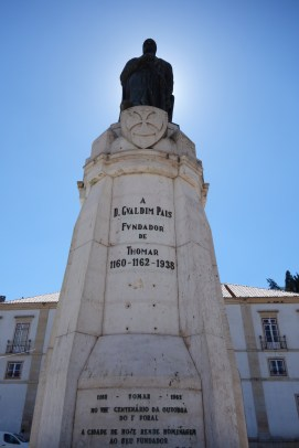 Gualdim Pais Statue