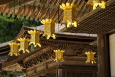 Small details on the temple buildings in the Danjo Garan complex, Koyasan