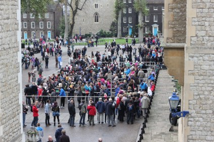 The queue to see the Crown Jewels - or at least part of it, as the line stretches on even further to the left. We decided not to wait and settled on seeing the former crown jewels instead, which were almost as magnificent.