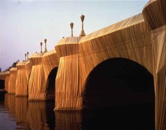 CHRISTO AND JEANNE-CLAUDE impacchettamento Pont Neuf, Parigi, settembre 1985