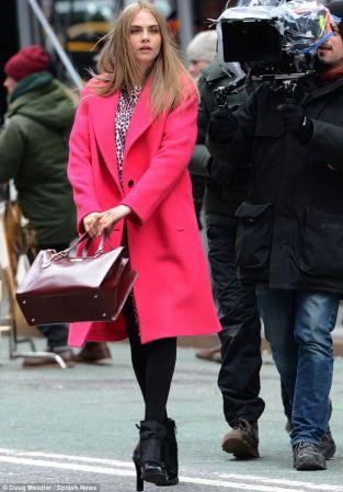 cara-delevingne-pink-coat