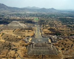 B0YX78 aerial above tourists visiting Teotihuacan pyramids of Sun and Moon Mexico
