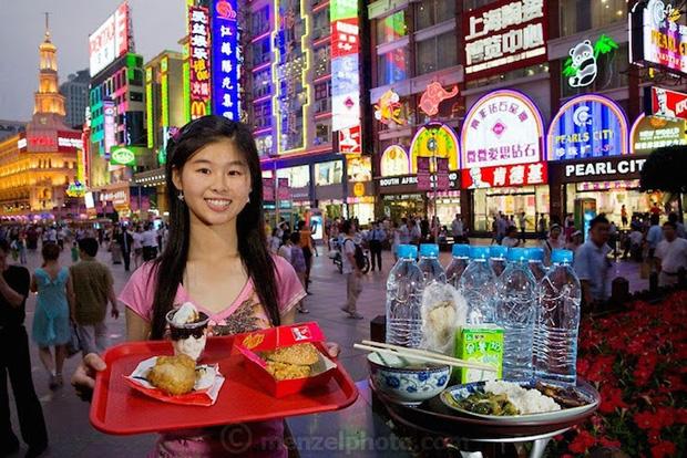 Estudante universitária Chen Zhen de Shanghai, China. Calorias consumidas diariamente: 2.600. 20 anos, 48 quilos.