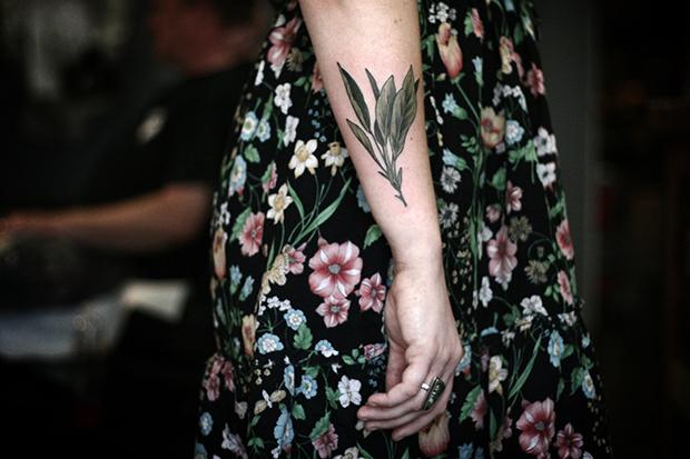 follow-the-colours-tatuagens-botanicas-alice-carrier-11