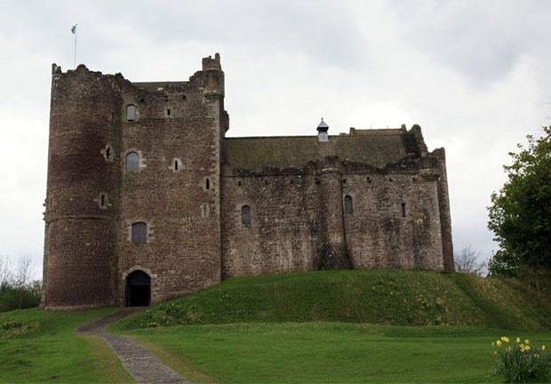 follow-the-colours-Game-Of-Thrones-Doune-Castle-escocia